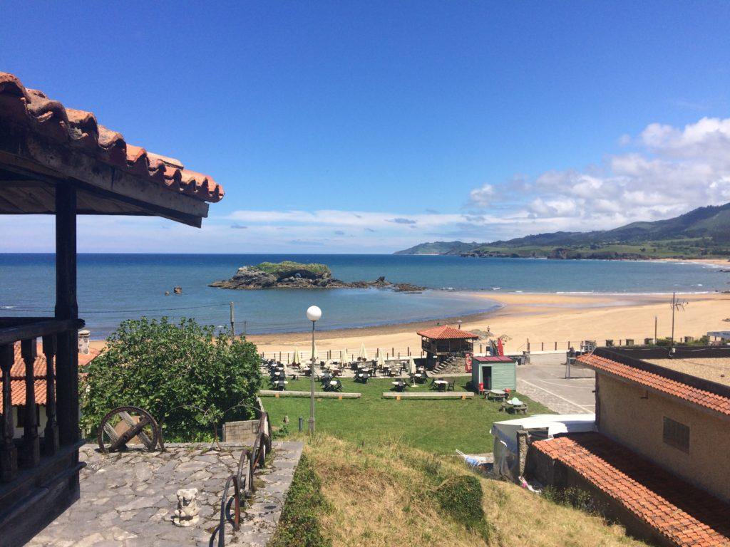 vistas del alojamiento y de la playa de la Isla