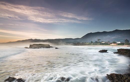 Camino de Santiago a su paso por la playa de la Isla